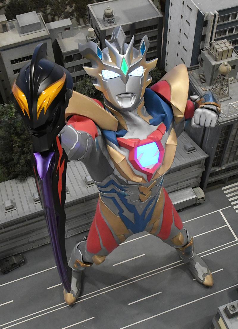 闇を飲み込め、黄金の嵐!神秘なる最強の姿「ウルトラマンゼット デルタライズクロー」登場!